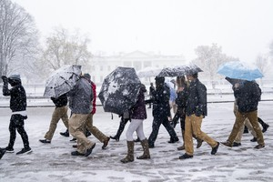 Spring snow falls in the DC area (ANSA)