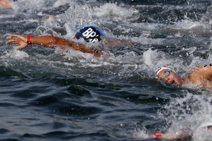 epa07721329 Ana Marcela Cunha (L) of Brazil competes during the Women's 5km Open Water Swimming at the FINA Swimming World Championships 2019 in Yeosu, South Korea, 17 July 2019.  EPA/JEON HEON-KYUN (ANSA)