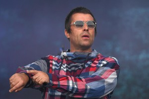 epa07683470 British singer Liam Gallagher performs on the Pyramid Stage on day four of the Glastonbury Festival of Contemporary Performing Arts in Pilton, Somerset, Britain 29 June 2019. The festival runs from 26 to 30 June.  EPA/NEIL HALL (ANSA)